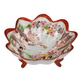 Vintage Hand-Painted Japanese Porcelain Footed Bowl For Sale