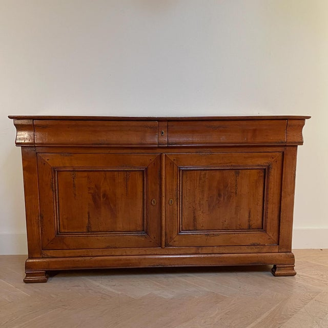 An early 19th Century English North Country oak chest of drawers - dresser, crossed banded with mahogany circa 1800.