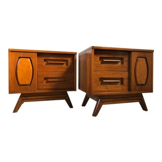 Vintage Mid-Century Nightstands by Young Manufacturing Co. (A Pair) For Sale