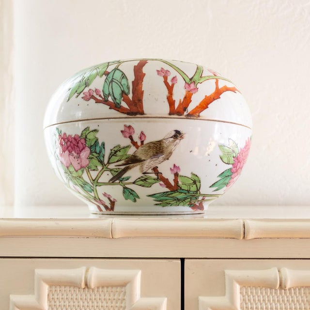 19th C Familly Rose Covered Box | Lidded Food Bowl | Chinese Qing Dynasty For Sale - Image 12 of 12