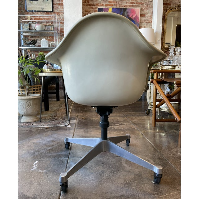 1950s Eames Task Rolling Armchair Reupholstered in Boucle For Sale - Image 5 of 7