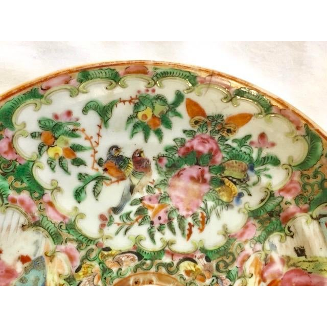19th Century Chinese Rose Medallion Plate For Sale In New York - Image 6 of 8