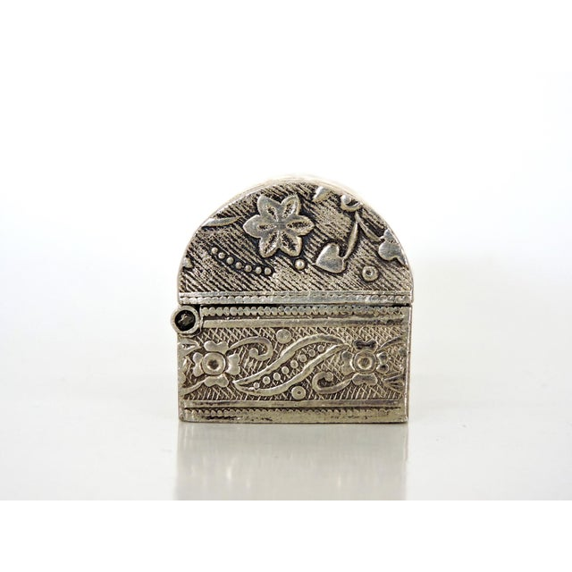 Miniature Silver Chest / Pill or Snuff Box For Sale - Image 4 of 7