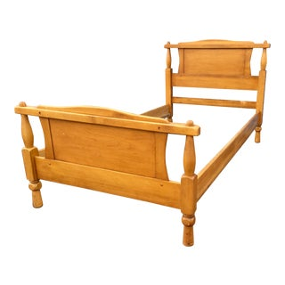 1950s Vintage Twin Maple Bedframe For Sale