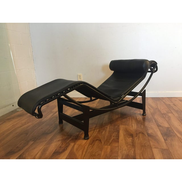 le corbusier lc4 leather chaise lounge chairish. Black Bedroom Furniture Sets. Home Design Ideas