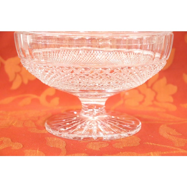 Beautiful crystal centrepiece. The crystal has a refianed workmanship and typical light. Ideal as a candy container.