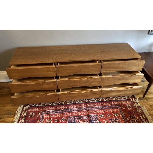 Mid-Century Modern Mid Century American of Matinsville 9 Drawer Dresser/Lowboy For Sale - Image 3 of 9
