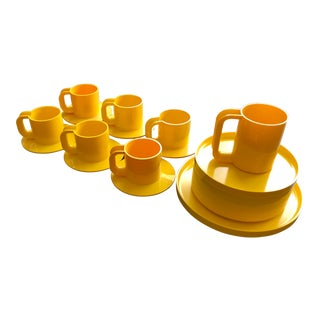 "Massimo Vignelli's Plastic Dinnerware for Heller ""Sunflower"" Yellow - 20 Pieces For Sale"