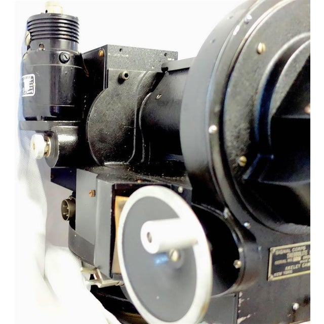 Metal Akeley US Army 35mm Cinema Tracking Camera As Sculpture Circa Mid 20th For Sale - Image 7 of 7