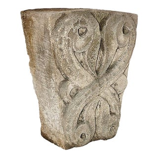 Late 19th Century Traditional Limestone Keystone For Sale