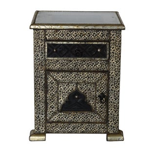 Moroccan Silver Carved 1 Drawer Night Stand For Sale