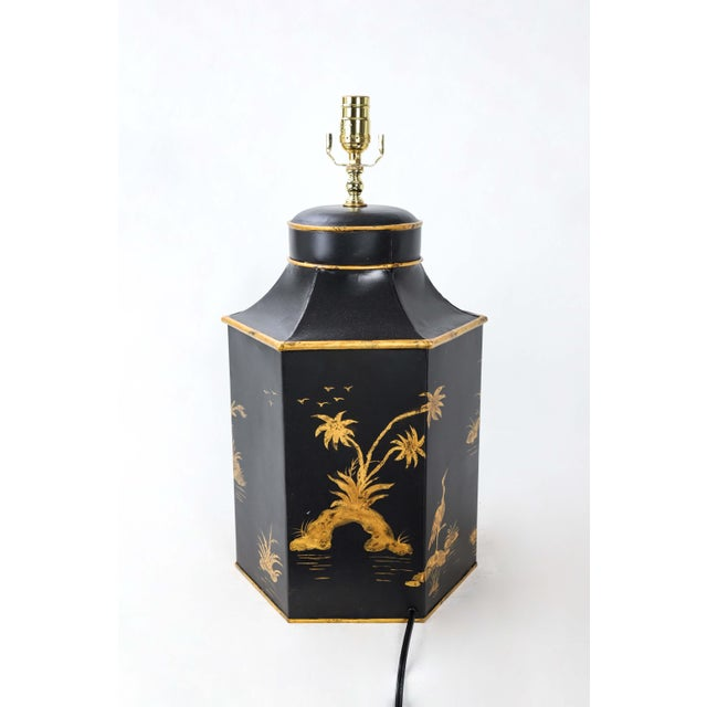 Mid 20th Century No. 1 Chinoiserie Handpainted English Export Hexagonal Tole Tea Caddy Lamp For Sale - Image 5 of 6