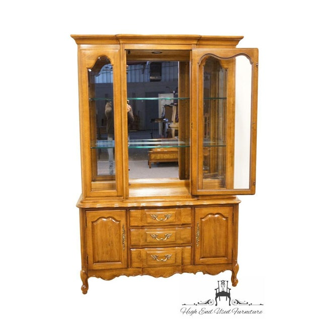 """Thomasville Thomasville Furniture Tableau Collection French Provincial 50"""" China Cabinet For Sale - Image 4 of 12"""