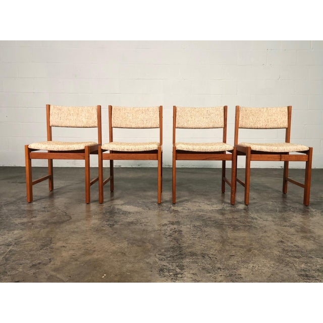 Beautiful Teak Mid-Century Style Expandable Dining Table With 4-Chairs For Sale In Saint Louis - Image 6 of 11