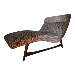 Mid-Century Modern Patterned Chaise For Sale