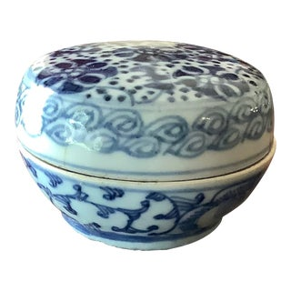 Vintage Blue and White Chinoiserie Style Decorative Box For Sale