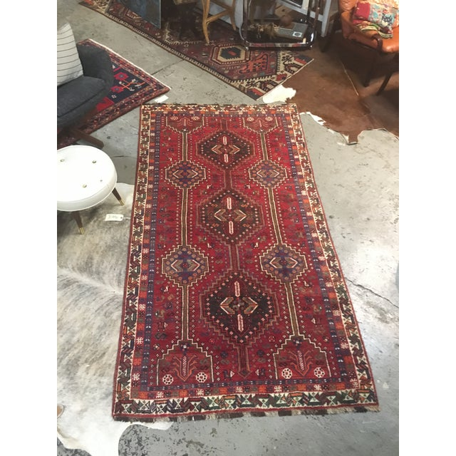 "Mid 20th Century Persian Shiraz Handmade Rug - 4'6"" X 8'6"" For Sale - Image 5 of 5"