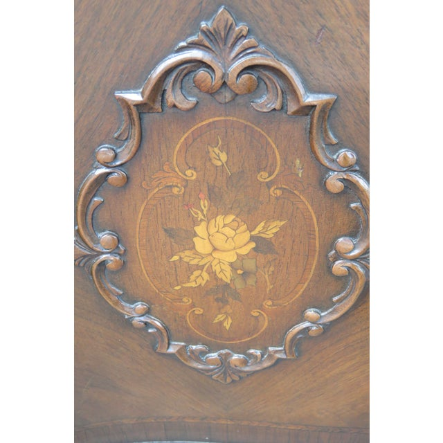 This wonderful Commode is made out of wood, solid wood, walnut, mahogany, veneer, and it is in good condition. The...