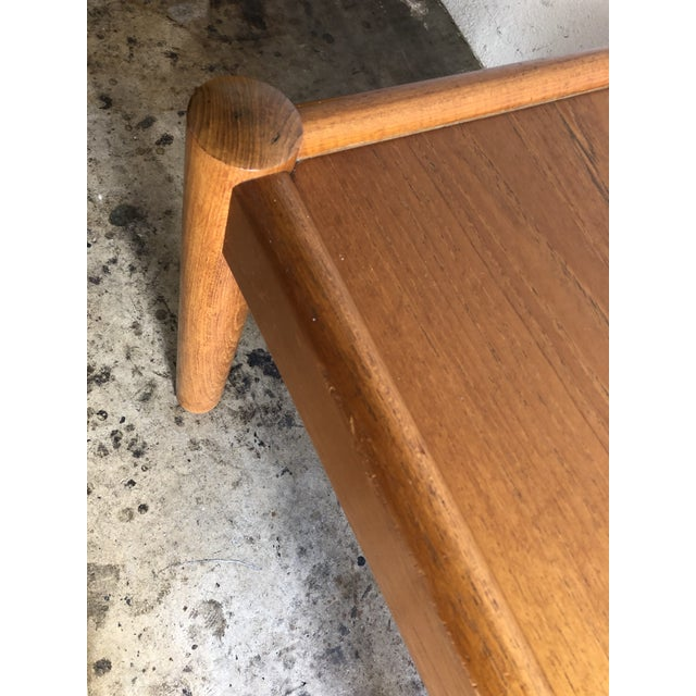 Vintage Mid Century Danish Modern End Table. For Sale - Image 4 of 10