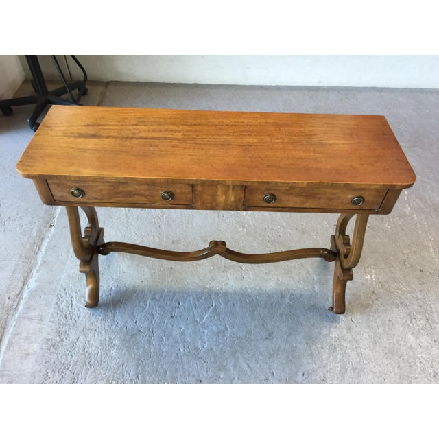 Stunning Beacon Hill console table. Old Colony Collection #304. In excellent condition. has two drawers for storage and a...