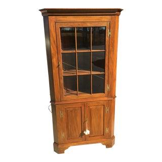 1980s Traditional Henkel Harris Faulkner Corner Cabinet For Sale