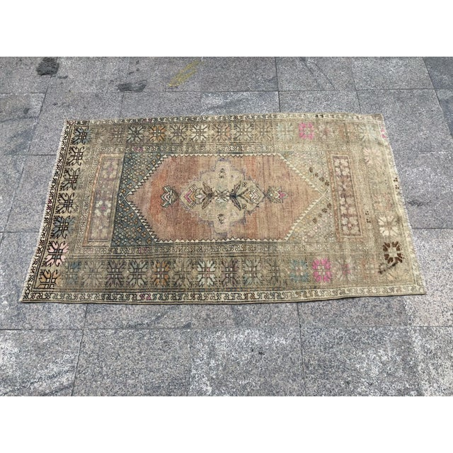 1960s 1960s Turkish Bohemian Antique Faded Floor Rug - 3′1″ × 5′1″ For Sale - Image 5 of 11