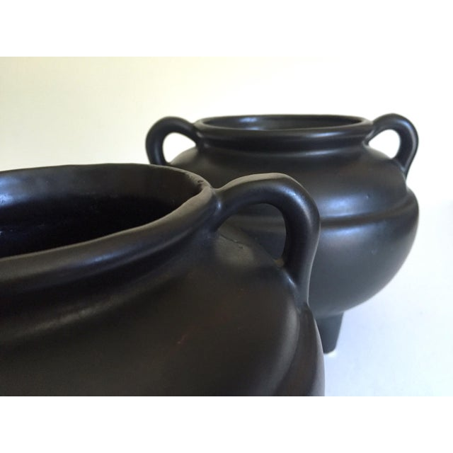 Black 1920's Art Deco Robinson Ransbottom Art Pottery Black Ceramic Jardinier Handled Planter Urns - a Pair For Sale - Image 8 of 13