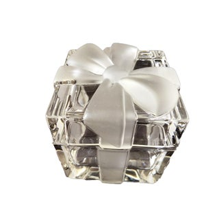 "3 3/4"" Tiffany & Co. Ribbon & Bow Crystal Trinket Box For Sale"