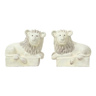 1970s Pair of White-Painted Earthenware Recumbent Lions For Sale