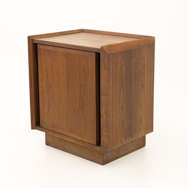 Mid-Century Modern Mid Century Modern Dillingham Nightstand For Sale - Image 3 of 10