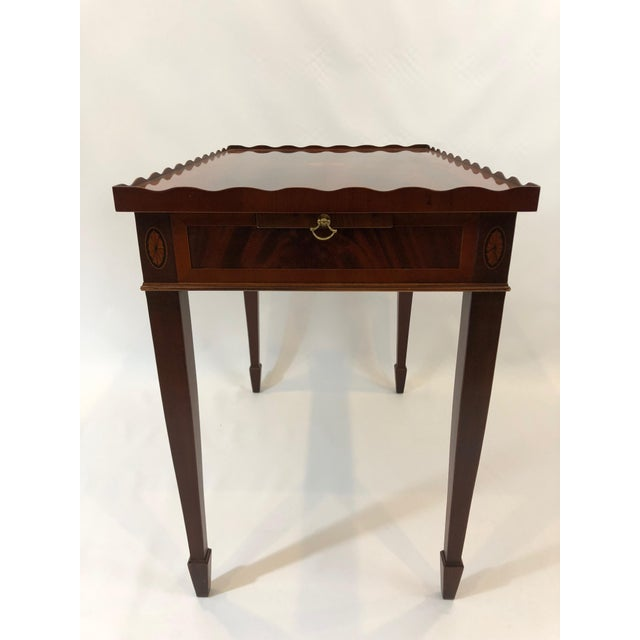 1980s 1980s Traditional Heckman Mahogany and Inlaid Tea Side Table For Sale - Image 5 of 13
