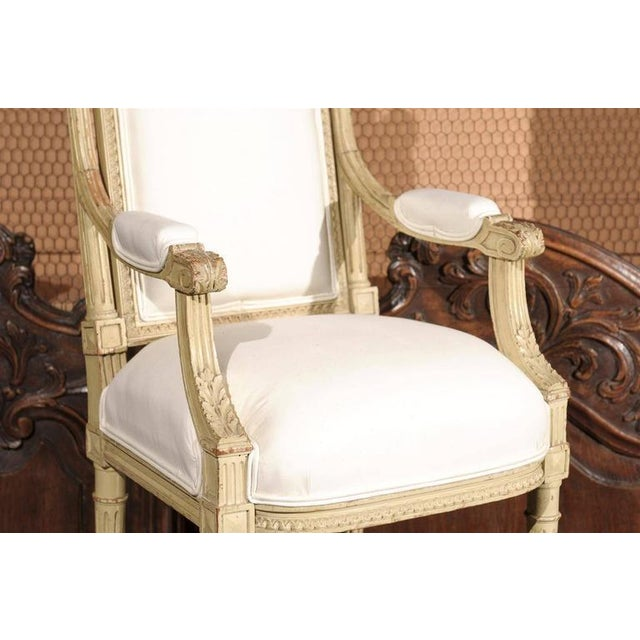 French 1920s Painted and Carved Wood Child's Chair with Muslin Upholstery - Image 8 of 10