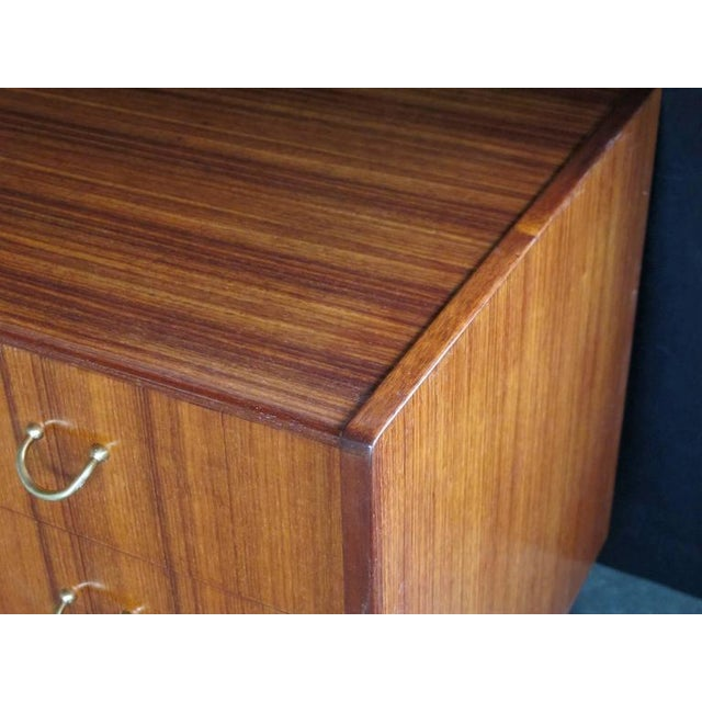 E. Gomme Ltd Tailored English G-Plan Three-Drawer Teak 'Floating' Chest For Sale - Image 4 of 4