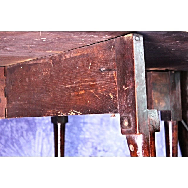 18th Century Queen Anne Mahogany Drop Leaf Gate Leg Table For Sale In New York - Image 6 of 11