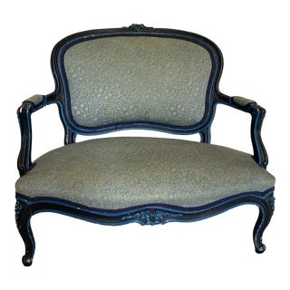 Early 20th Century French Painted and Upholstered Small Settee For Sale