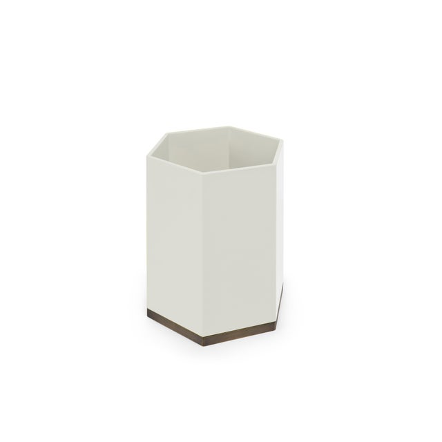 Contemporary Hexagonal Bin in Slate White - Veere Grenney for The Lacquer Company For Sale - Image 3 of 3