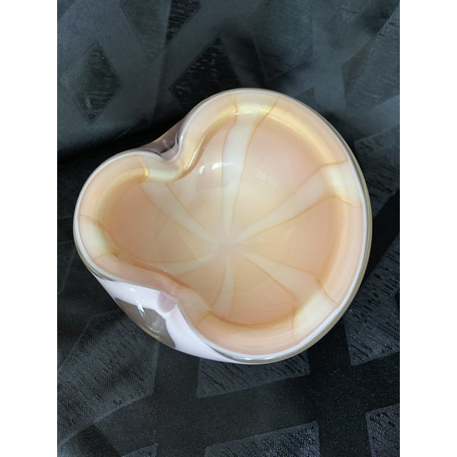 1950s Vintage Alfredo Barbini Italian Murano Cased Glass Dish With Light Pink and White Swirl For Sale - Image 12 of 12