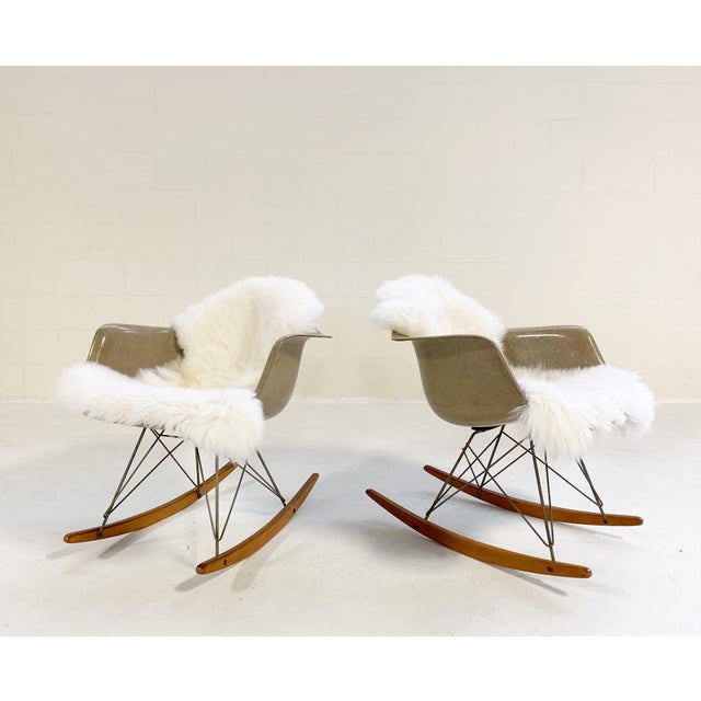 1950s Mid-Century Modern Charles and Ray Eames for Herman Miller Rar Rocking Chairs - a Pair For Sale - Image 9 of 9