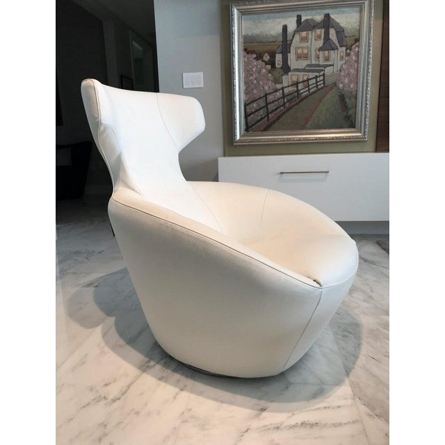 Ultra modern lounge chair in custom luxury white leather. From the Edito series designed by Sacha Lakic for Roche Bobois....