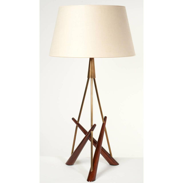 Mid-Century Modern Pair of 'Constructivist' Walnut and Brass Tripod Table Lamps For Sale - Image 3 of 8