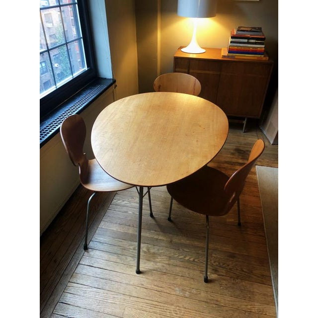 Arne Jacobsen Egg Table With Ant Chairs Set For Sale - Image 9 of 9