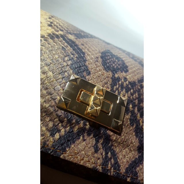 Handcrafted Artisan Made Snakeskin Embossed Lambskin Leather Convertible Clutch/ Crossbody For Sale - Image 4 of 7