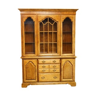 Late 20th Century Vintage American of Martinsville French Country Style China Cabinet For Sale