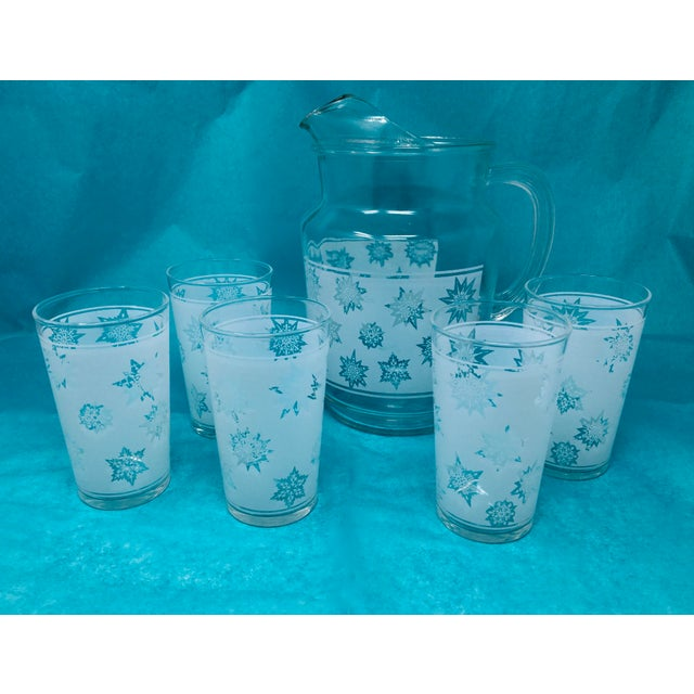 1960s Vintage Snowflake Pitcher & Glasses- Set of 5 For Sale - Image 10 of 10