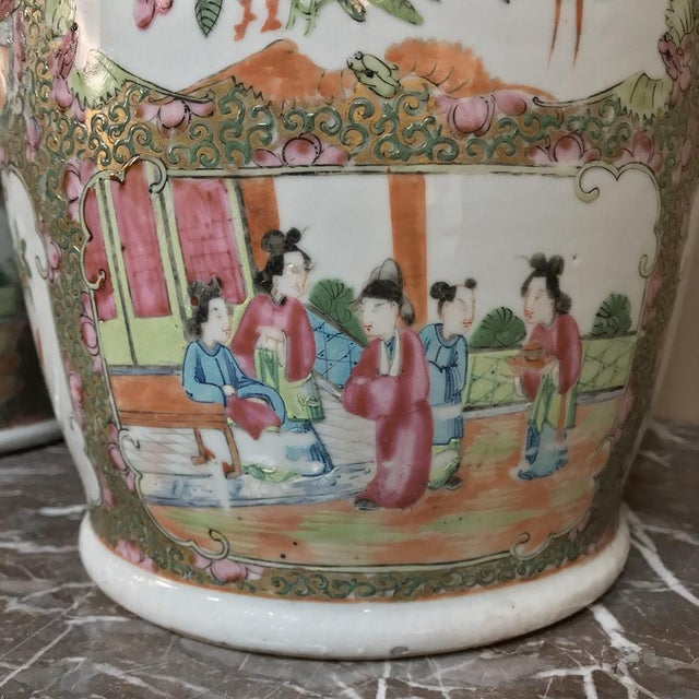 Pink Pair 19th Century Hand-Painted Cantonese Rose Medallion Porcelain Vases For Sale - Image 8 of 13