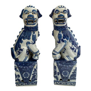 Chinoiserie Blue and White Foo Dogs - a Pair For Sale