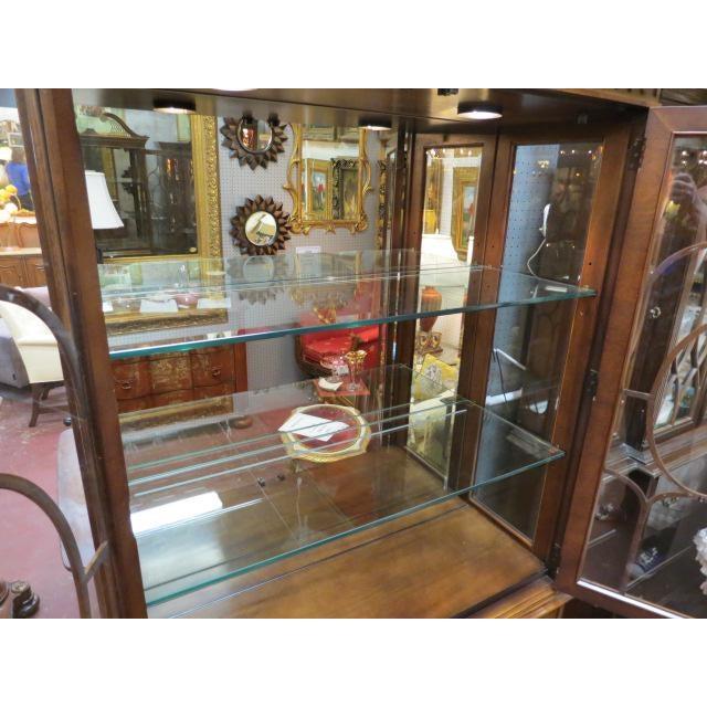 Vintage antique Henredon mahogany 2 door china/display cabinet, c. 1940. Henredon was founded in Morganton, North Carolina...