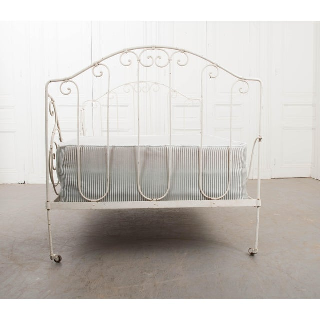 French French 19th Century Crème-Painted Iron Daybed For Sale - Image 3 of 9