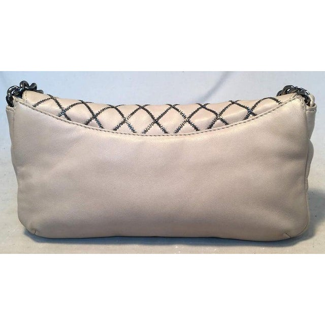 Minimalism Chanel Beige Leather Gunmetal Chain Quilted Classic Flap Shoulder Bag For Sale - Image 3 of 13