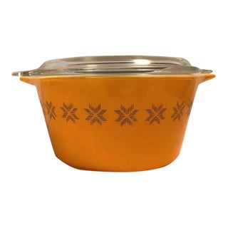 Pyrex Mid-Century Town & Country Lidded Casserole Dish For Sale
